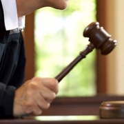 Суд решил спор депутатов и автоперевозчиков