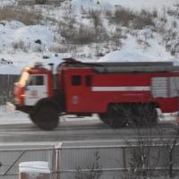 Пожарные спасли трех детей из горящей квартиры в Омске