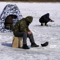 МЧС по Омской области советует завершить сезон зимней рыбалки
