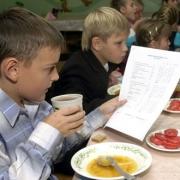 Омским школьникам выделят в полтора раза больше денег на обеды