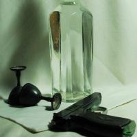 Гостья украла у омича трехкилограммовый сейф с деньгами и пистолетом