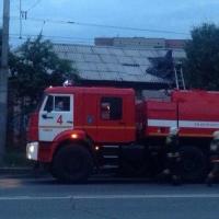 В Омске в «Старгороде» загорелся гараж со старыми вещами