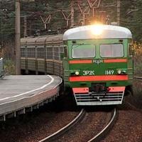 На железнодорожных вокзалах Омской области модернизировали 16 остановок