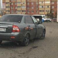 Омич на Перелета уехал с заправки с пистолетом в баке