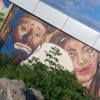На стене у омского «Континента» обновляют граффити