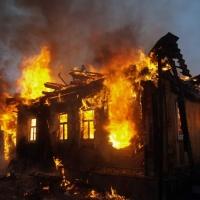 В Омске на пожаре в частном доме погибли пять человек