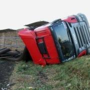 На трассе Тюмень-Омск перевернулся грузовик
