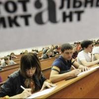 """В Омске на одной из площадок """"Тотальный диктант"""" проведет министр образования"""