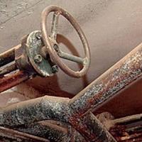 В Омской области слесарь утонул в канализации