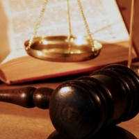 Омский пенсионер облил судью нечистотами