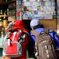 В Омске 36-летняя продавщица продавала алкоголь подросткам