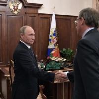 Бурков пока не получил точного ответа о приезде Путина в Омск