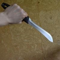 Омичка в попытке вернуть мужа ударила себя в живот ножом