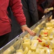 На предприятиях Омской области обнаружили вечно молодые молочные продукты