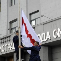 Над зданием администрации Омска установили новый флаг