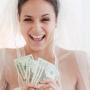 Невеста и тамада пытались положить на счет в омских банках фальшивые деньги