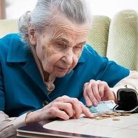 Из-за маленькой пенсии треть пожилых людей Омской области вынуждена работать