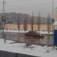 Сотрудники «ОмскВодоканала» устраняют аварию на левобережном трубопроводе