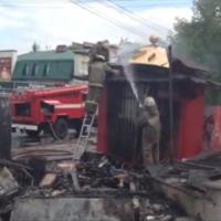 В Омске загорелся киоск напротив цирка