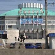 В Омске у цирка снесли киоски быстрого питания