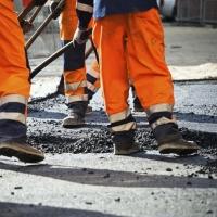 В пригороде Омска ремонтируют дороги на дачных маршрутах