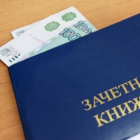76-летнего омского доцента будут судить за взятки