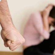 В Омской области отец избил дочерей