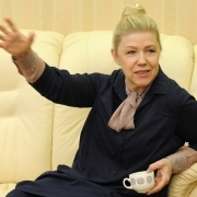 Елена Мизулина разрешила водителям курить при детях
