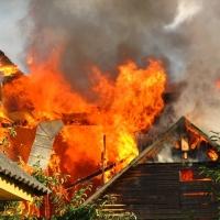 В Омске 30 спасателей тушили пожар в Октябрьском округе