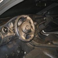 В центре Омска утром сгорел Mercedes