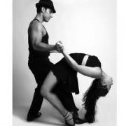 Омичи разучивали новые танцы и влюблялись на «Молодёжной набережной»