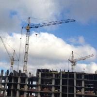 В Омске начали строительство трех многоэтажек для переселенцев из аварийного жилья