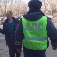 В Омске по горячим следам поймали грабителя с шилом