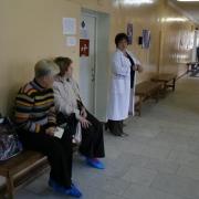 Омский пенсионер скончался в очереди к врачу