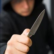 Cельчанин в Калачинском районе вступился за девушку и получил удар ножом