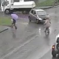 В Омске через соцсети нашли машину, которая переехала ногу пешеходу-женщине