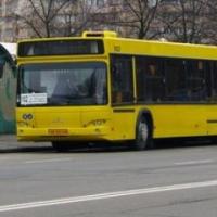 В Омске из-за резкого торможения автобуса пострадала 3-летняя девочка
