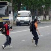 Два автобуса едва не стали причиной гибели ребенка в Октябрьском округе Омска