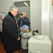 Сергей Алексеев пришел на избирательный участок с Сергеем Алексеевым