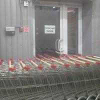 Омичи устроили «народную» проверку по эвакуационным выходам торговых комплексов