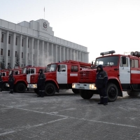 ОНПЗ подарил региону пять пожарных машин