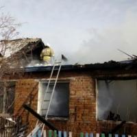 После гибели троих человек при пожаре под Омском возбуждено дело
