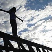 Омская школьница упала с высоты