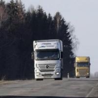 На федеральных трассах Омской области установят особый режим для большегрузов в жару