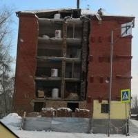 В омской пятиэтажке начали восстанавливать обрушившуюся стену