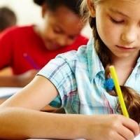 Детям украинских беженцев в омских школах вдвое снизят отметки