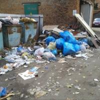 Щедрый «Магнит» вывез с омского двора не только ТКО, но и строительный мусор