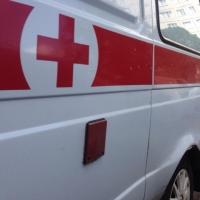 В Омске на улице Герцена «скорая» врезалась в ограждение, трое пострадавших