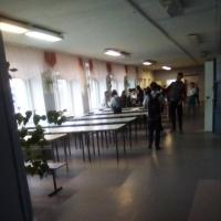 В одной из омских школ дети питаются в коридоре