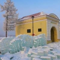 В Омской крепости начали строить ледовый городок
